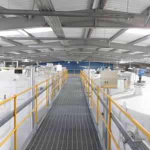 Mezzanine walkaway of large indoor tankfarm
