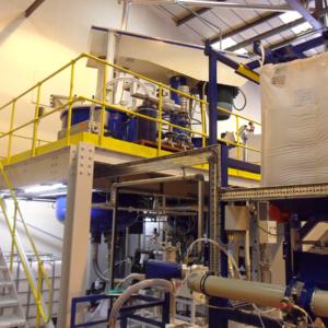 Bigbag vacuum powder feed to mixing vessels