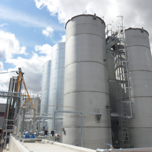 Solvent and resin storage tanks