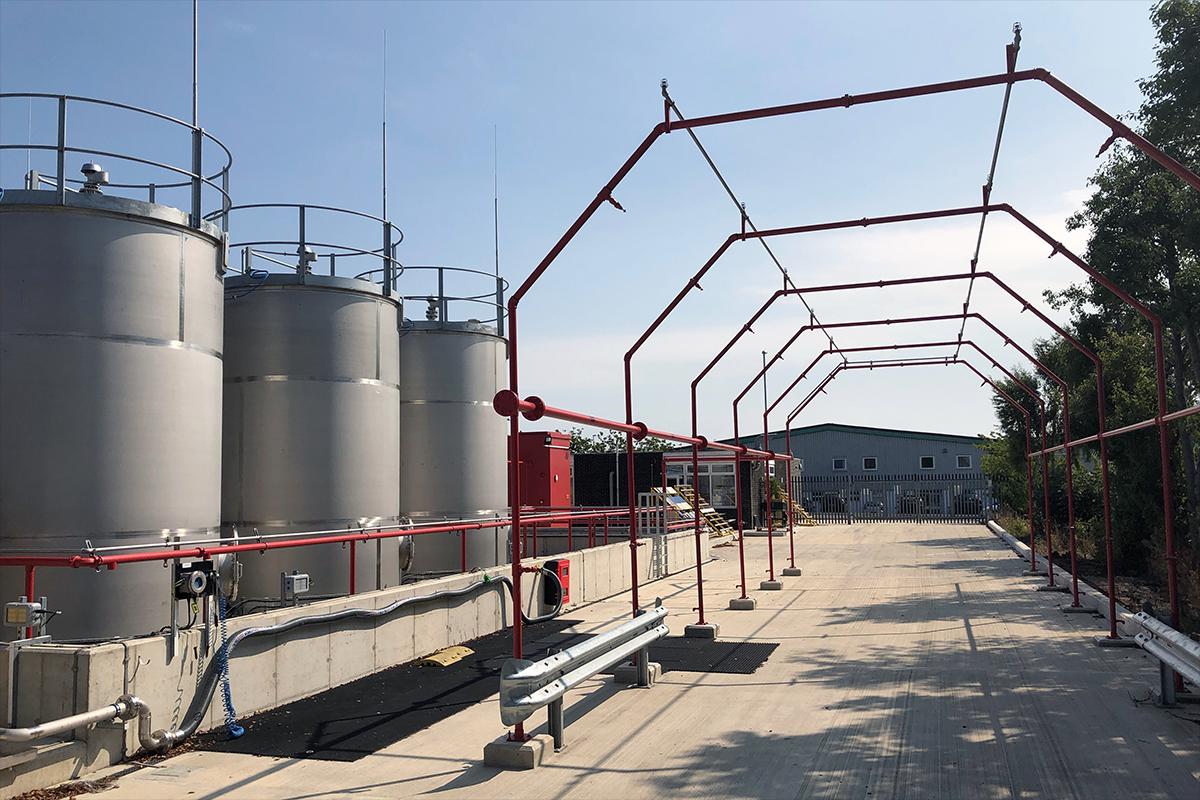 Highly flammable liquid bulk storage with delivery tanker sprinkler system