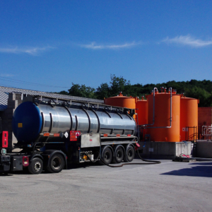 Solvent tank farm road tanker offload