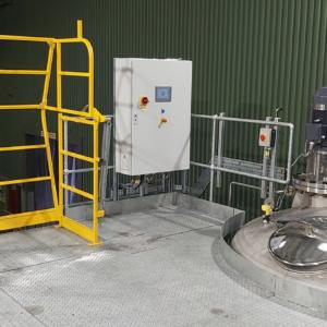 Pallet gate, process control HMI and blending vessel