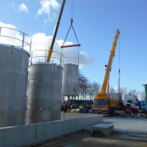 Penultimate storage vessel lowered into position